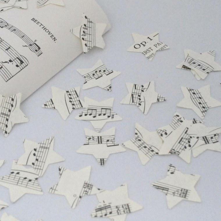 recortar estrellitas partituras adornos papel