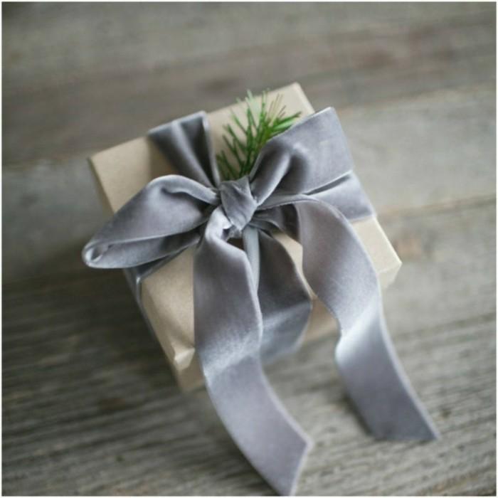 regalo navidad lazo gris