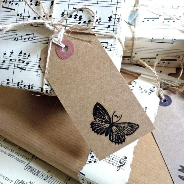 regalos envueltos papel partitura tarjetas