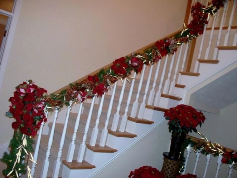 Ideas para decorar escaleras 75 propuestas para navidad for Escaleras de adorno