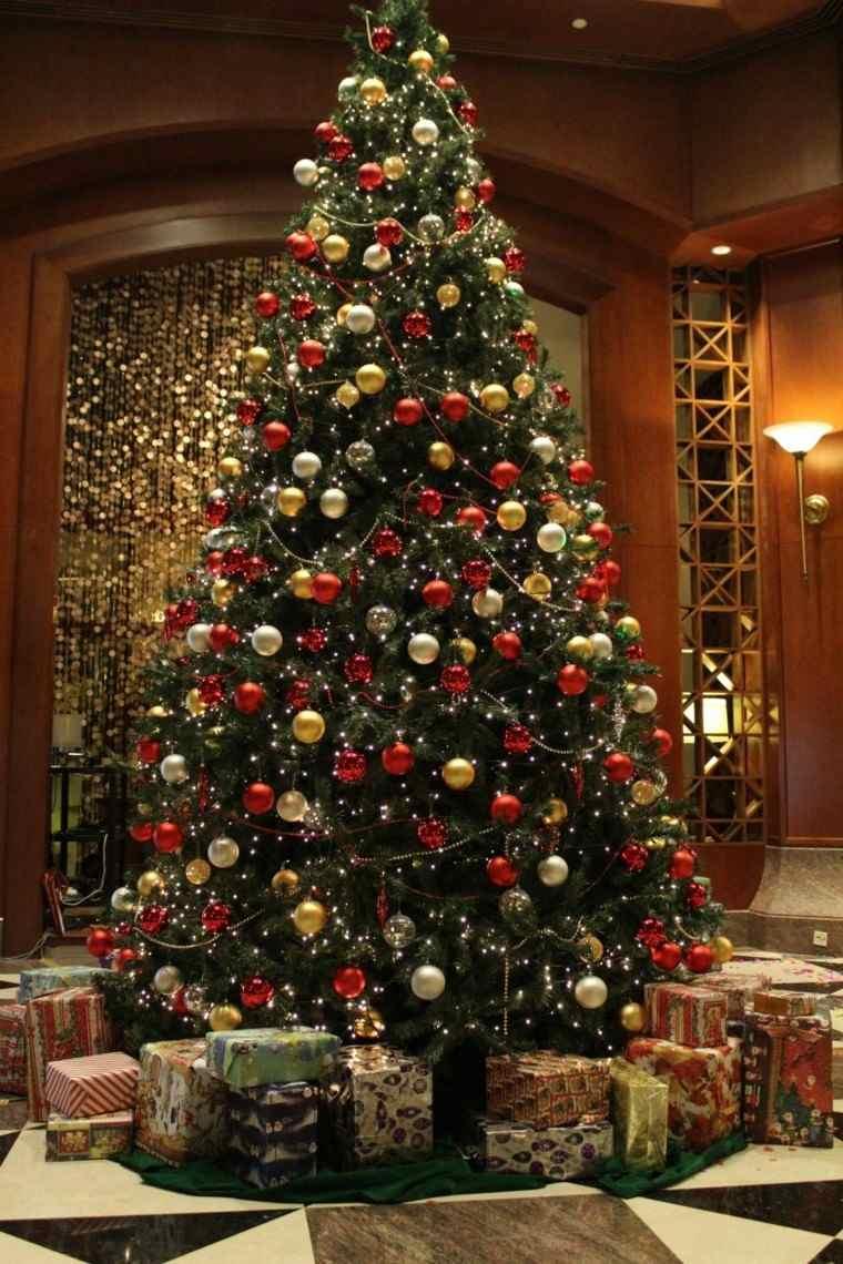 Color rojo y oro ideas para los adornos de navidad - Arbol de navidad con regalos ...