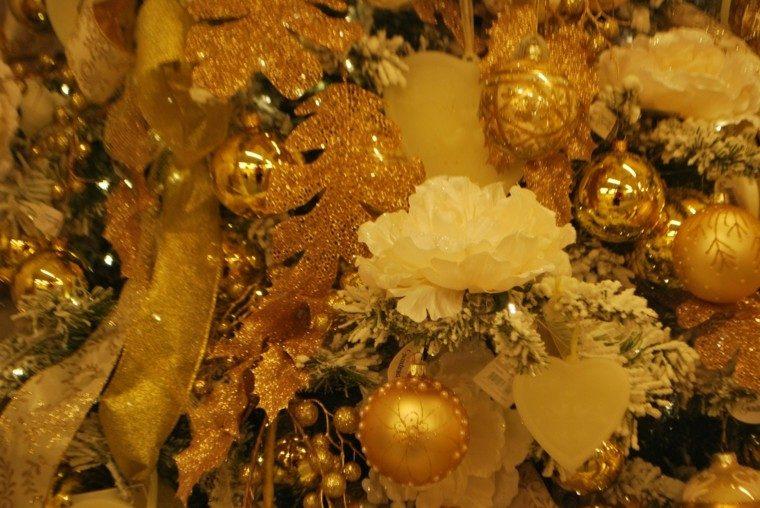 rojo oro adornos navidad bolas lazos flores ideas