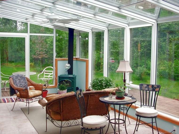 terraza acristalada muebles mimbre