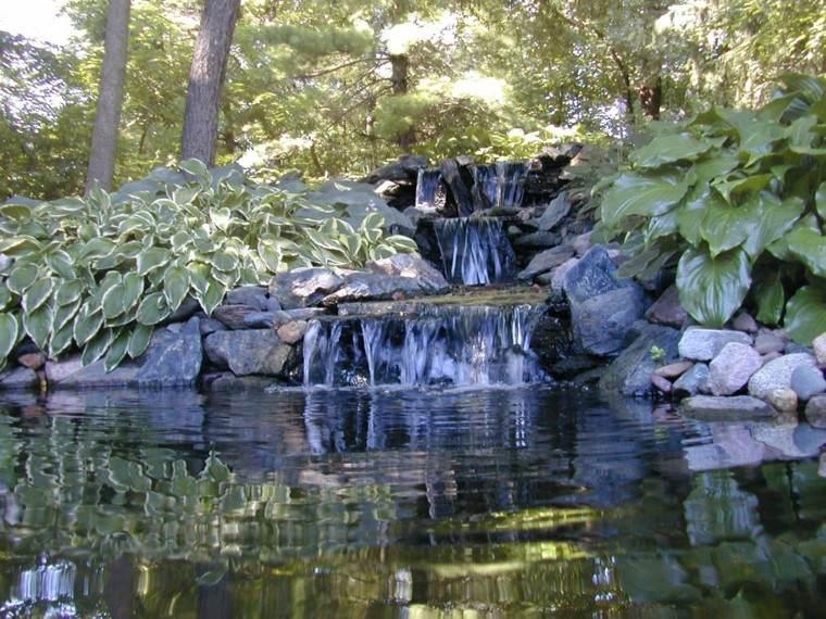 tres escalones catarata jardin moderno