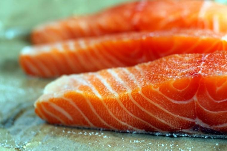 trozos salmon visrtos cerca
