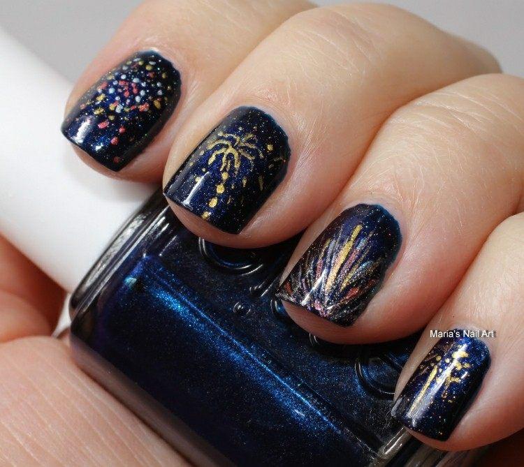uñas pintadas azul oscuro purpurina