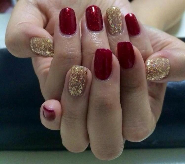 uñas rojas doradas purpurina deco