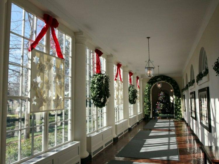 adornos navideños ventanas estilo salones coronas