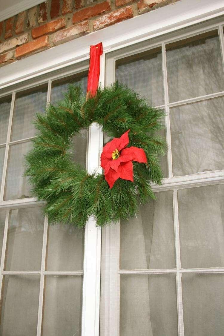 adornos navideños ventanas exteriores ladrillos