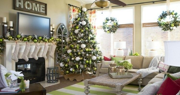 adornos navideños ventanas tradicionales chimenea