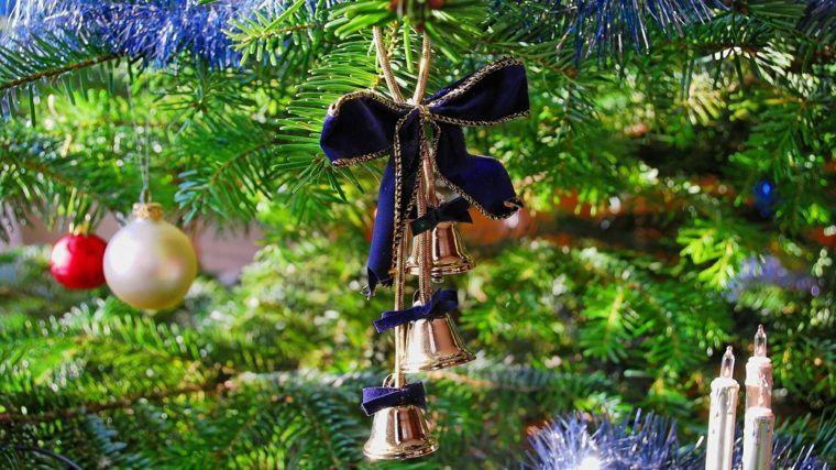 arbol navidad decoracion lazo azul campanas ideas