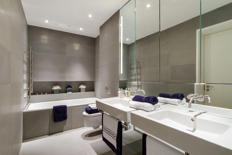 azulejos baño grises luces techo