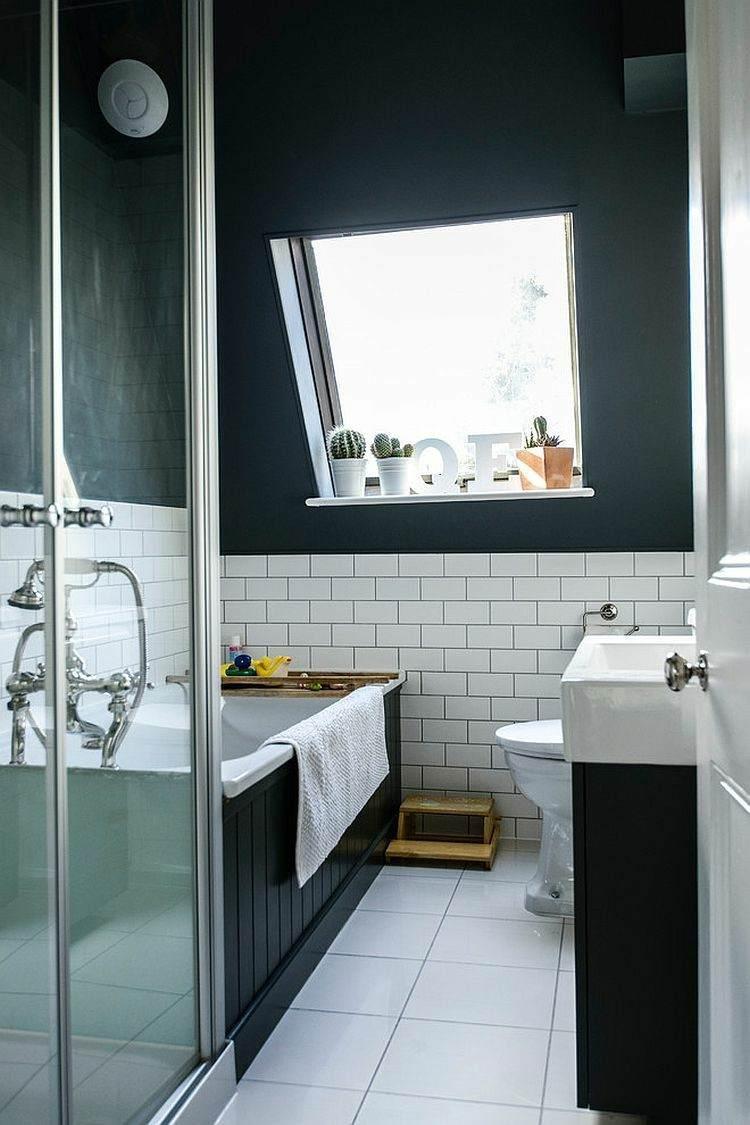 bañeras negras cuadros maderas ventanas