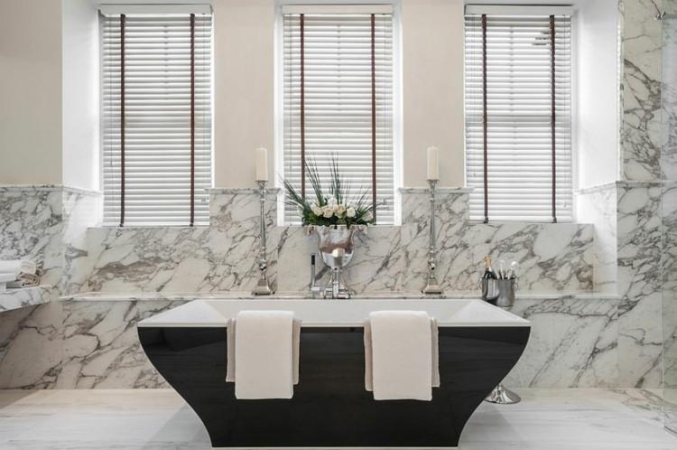bañeras negras cuadros marmol flores