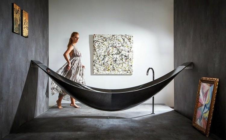 bañeras negras cuadros mujeres flores