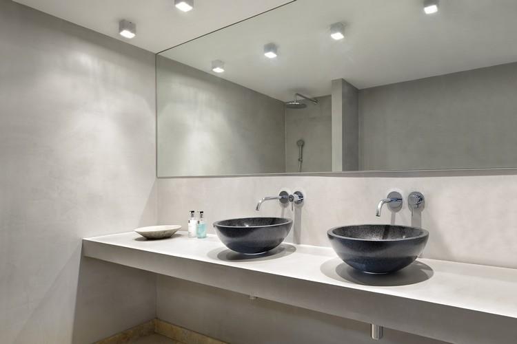 baño modernmo color gris claro