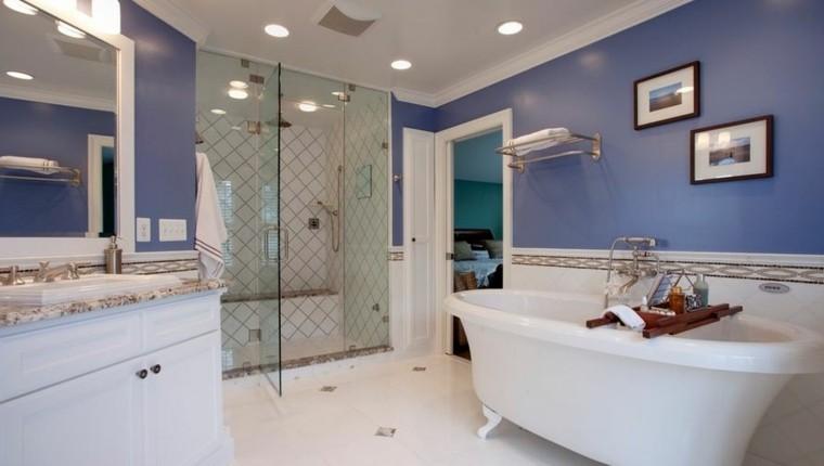 Ba os modernos colores vibrantes para las paredes for Banos clasicos modernos