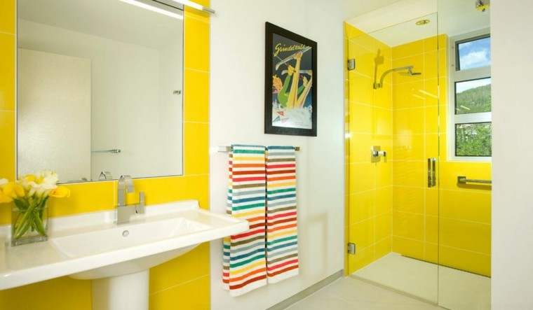 baños modernos colores vibrantes losas amarillas ideas