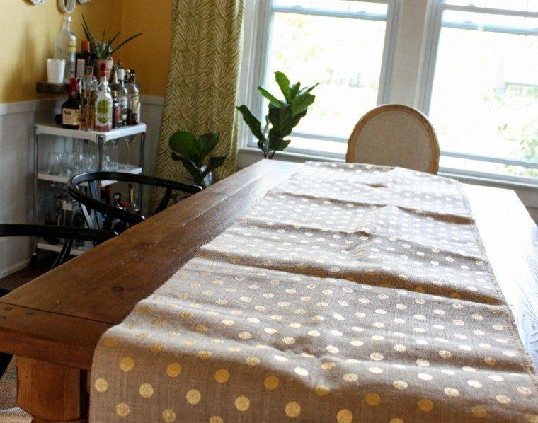 Caminos de mesa 35 ideas para decorar la mesa - Caminos de mesa de papel ...