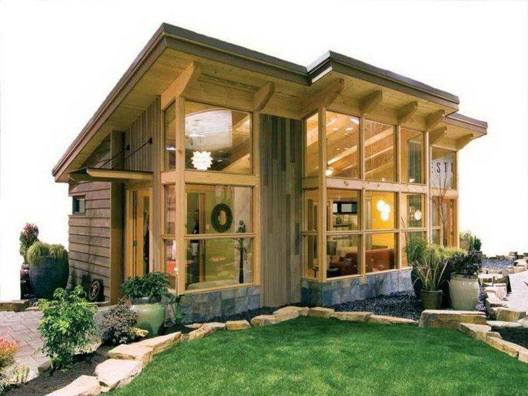 casa pequeña fachada cristal