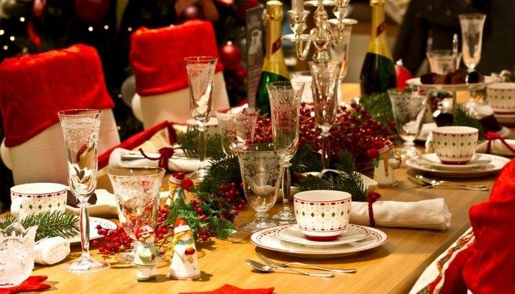 cena de navidad ideas creativas rojo sillas