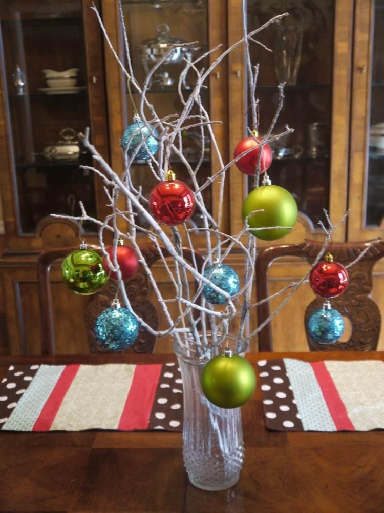 centro mesa diseños ramas verde bolas