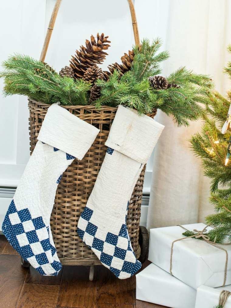 cesta ramas calcetines navidad mimbre