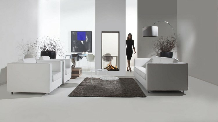 chimeneas modernas ideas mujer elegante alfombra