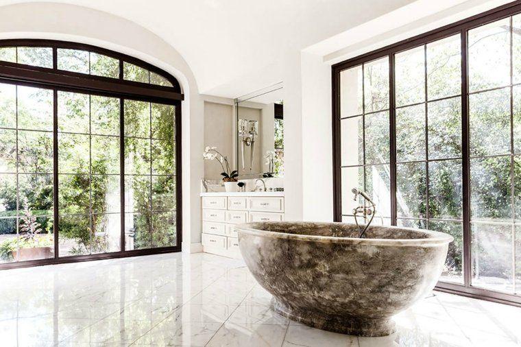 cuartos de baño marmol banera ventanales ideas