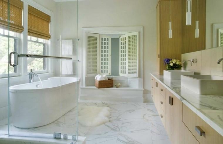 cuarto de baño marmol estores ventanas ideas