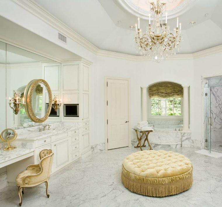 Puertas De Baño Redondas:otomana de color oro en el cuarto de baño lujoso