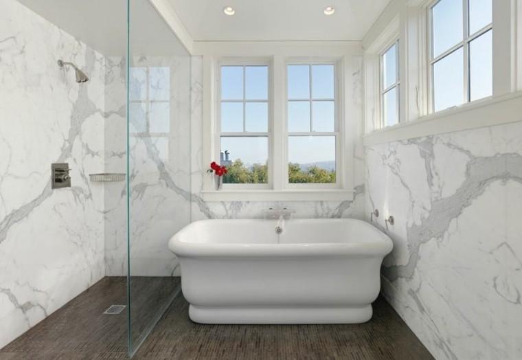 cuartos de bano marmol suelo madera ideas