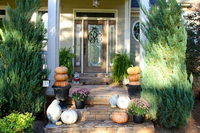 decoracion otono porche puerta abetos grandes jardin ideas