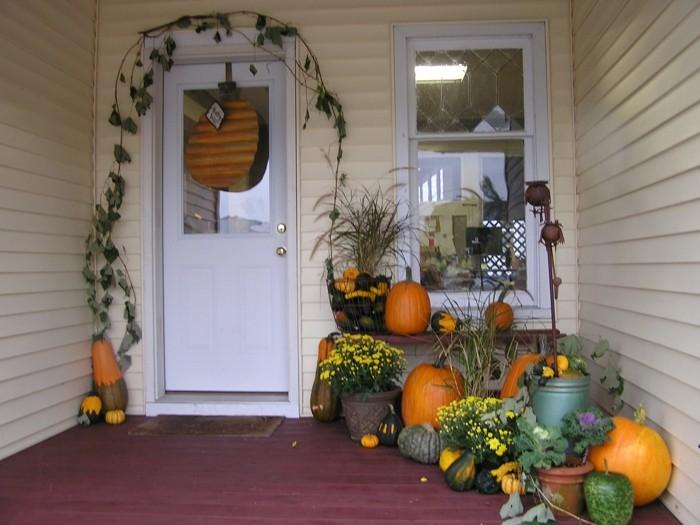 decoracion otono porche puerta calabazas distintas formas ideas