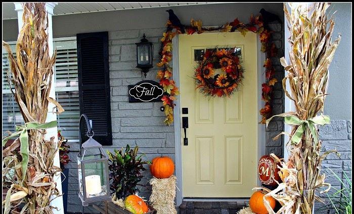 decoracion otono porche puerta columnas hojas maiz ideas