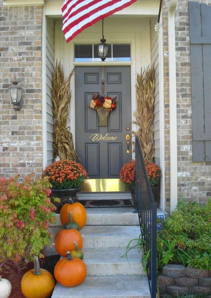 decoracion otono porche puerta flores calabazas naranja ideas