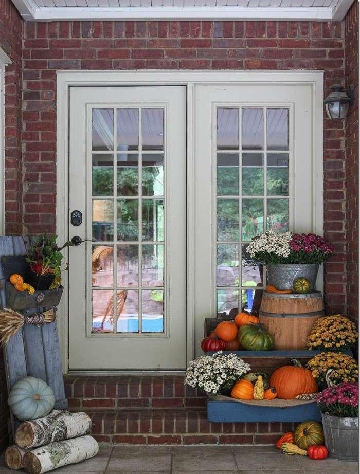 decoracion otono porche puerta madera calabazas ideas