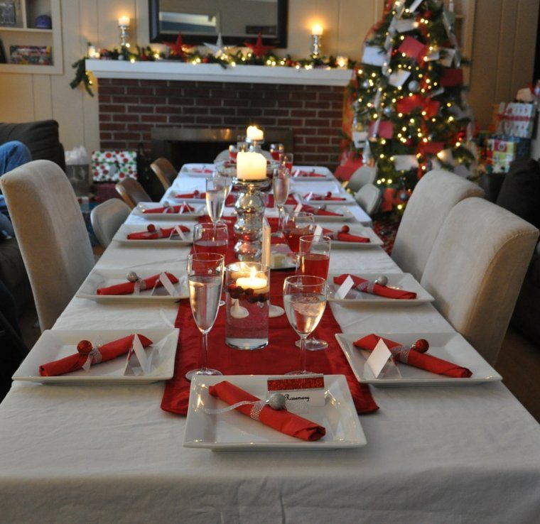 decoracion roja blanca mesa navidad candelabros agua ideas