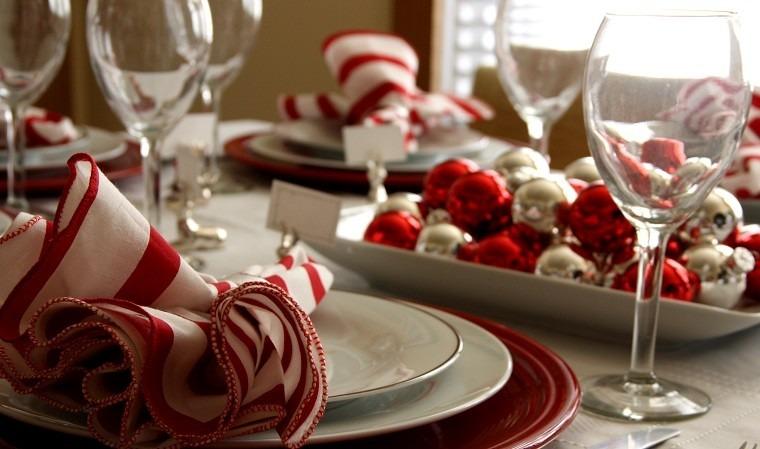 decoracion roja blanca mesa navidad centro bolas brillante ideas