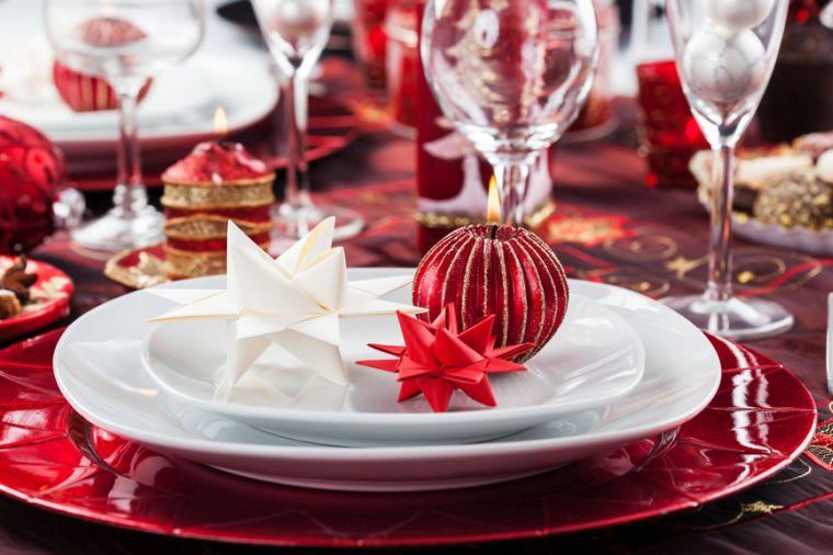 decoracion roja blanca mesa navidad papel ideas