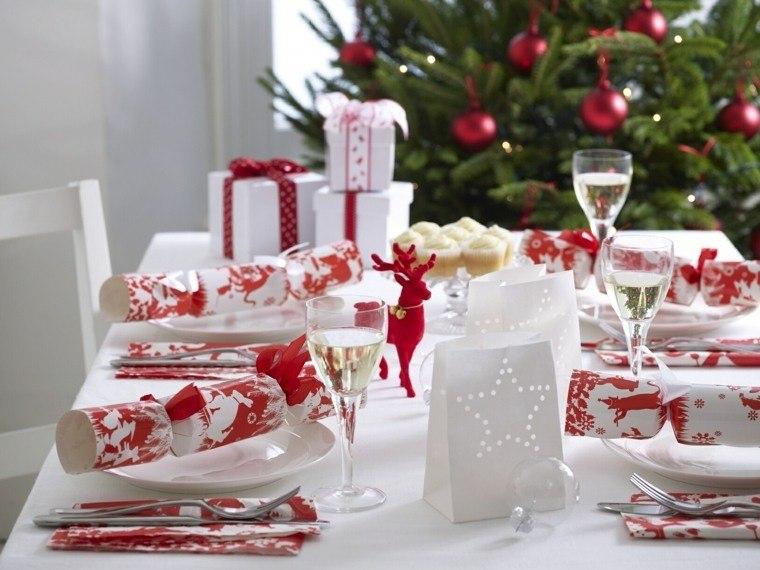 decoracion roja blanca mesa navidena regalos platos ideas