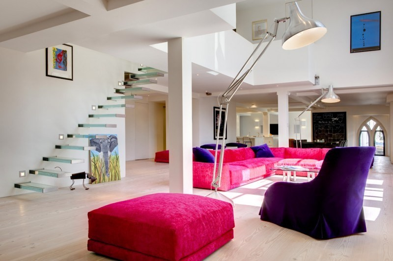 decoracion salones sofa color vibrantes escalera ideas