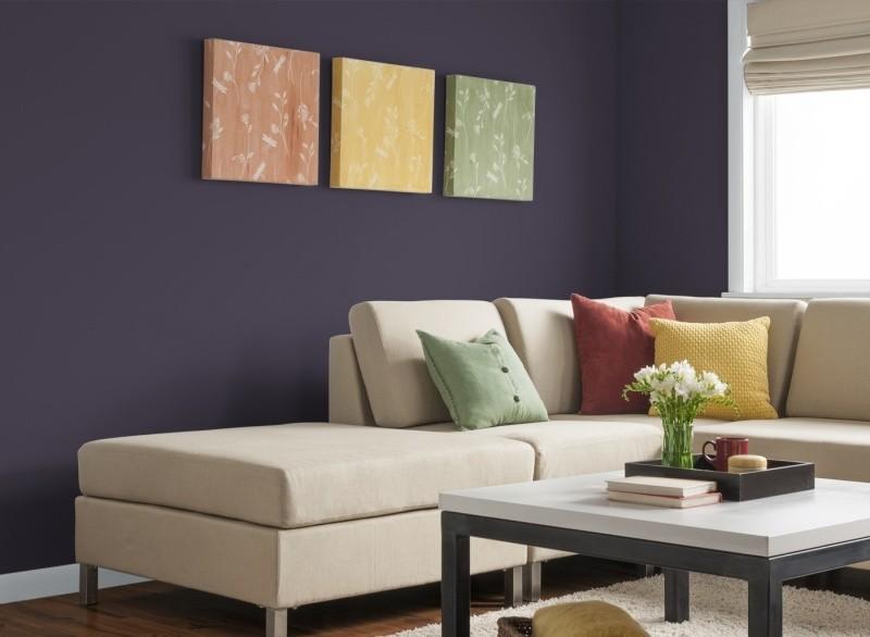 decorar pared colores salon purpura socuro cuadros ideas