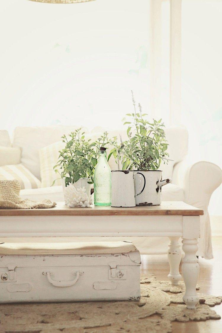 elegante baño decorado blanco plantas