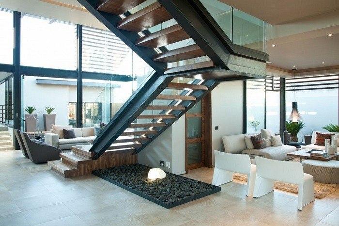 escalera de madera baldos negros salon ideas