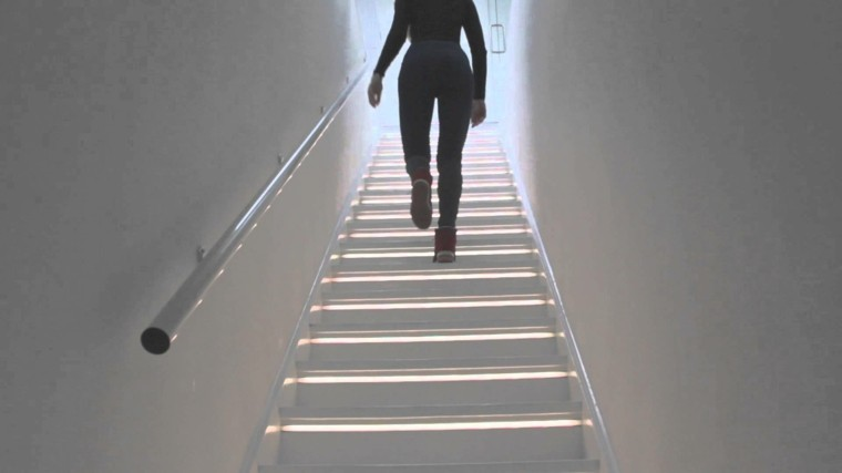 escaleras de interior iluminacion LED blanca bonita ideas