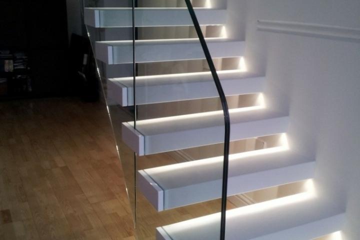 Luces led para escaleras ampliacin de imagen perfil de for Apliques led para escaleras