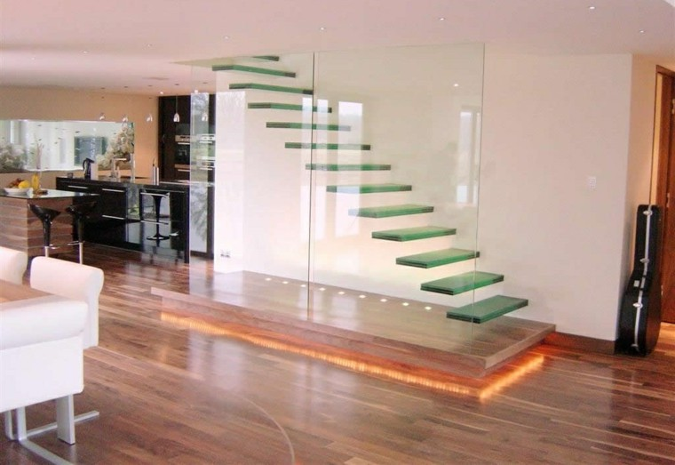 escaleras interior iluminacion LED escalones flotantes cristal ideas