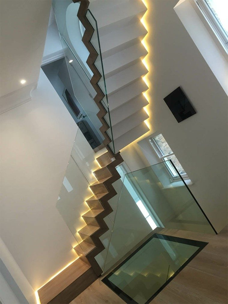 escaleras interior iluminacion LED lado pared ideas