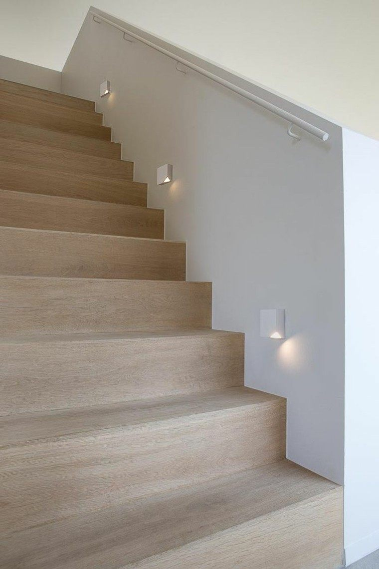 escaleras interior iluminacion LED madera natural ideas